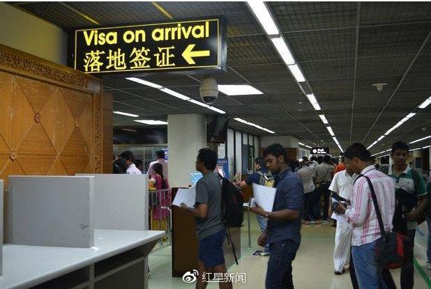 中国游客泰国机场拒付小费被打进展:机场四官员因涉嫌贪污被调查