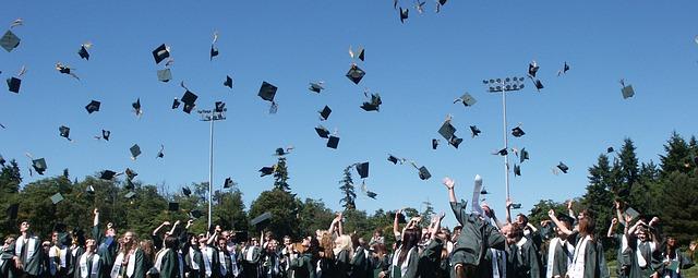 graduation-995042_640.jpg