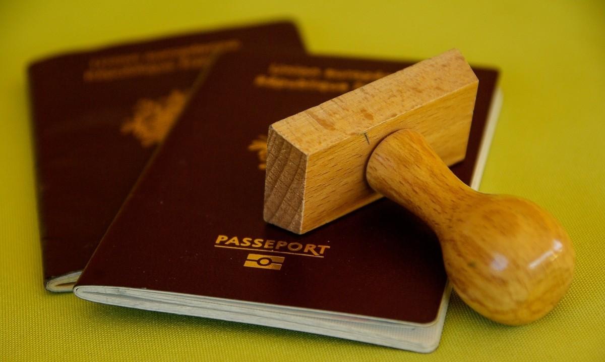 英国护照.jpg