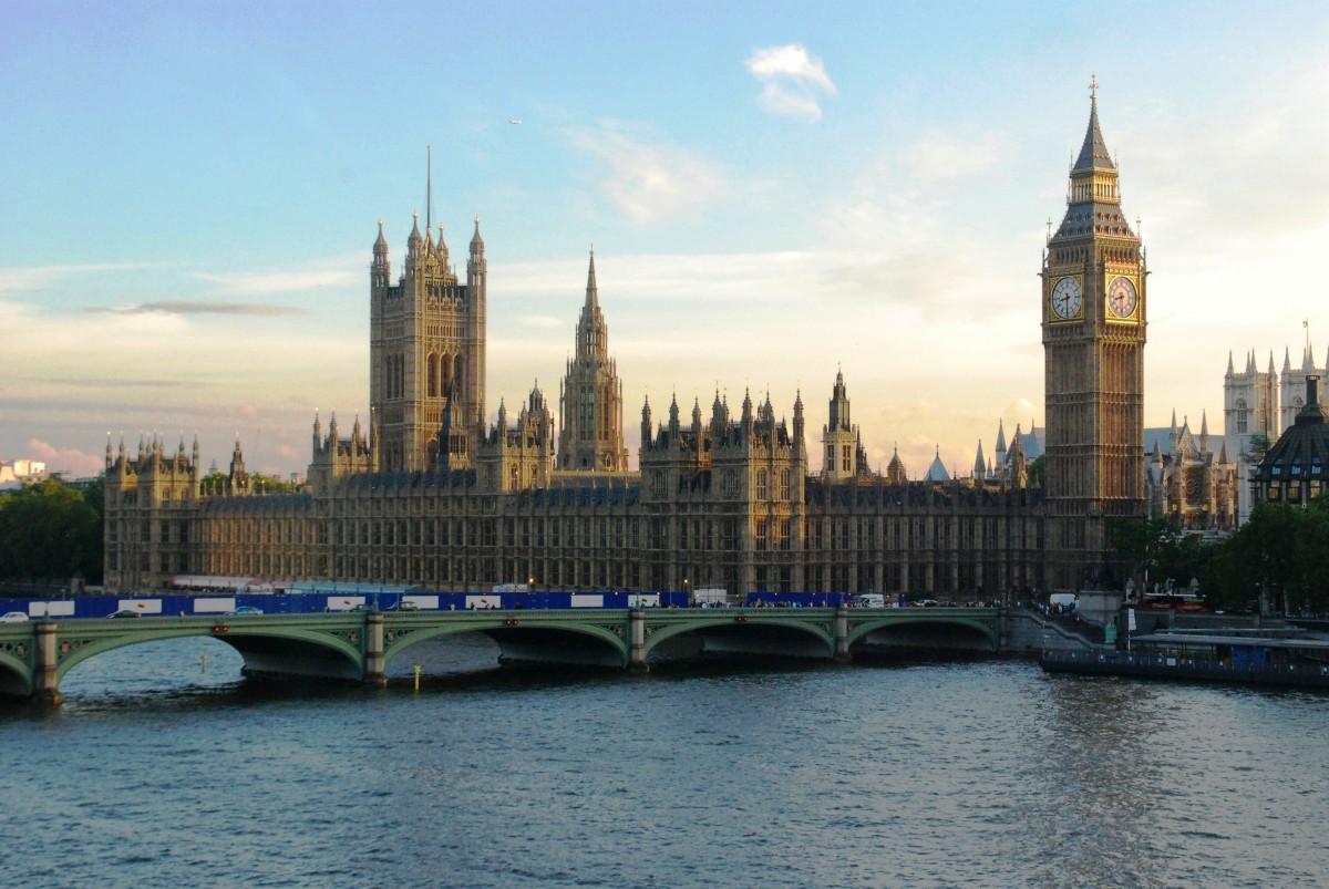 英国大本钟和河.png