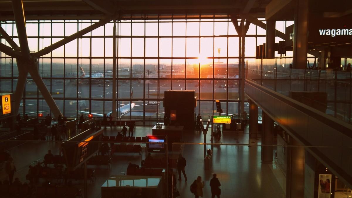 机场匆匆.png