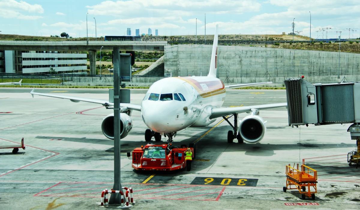 机场 飞机.png