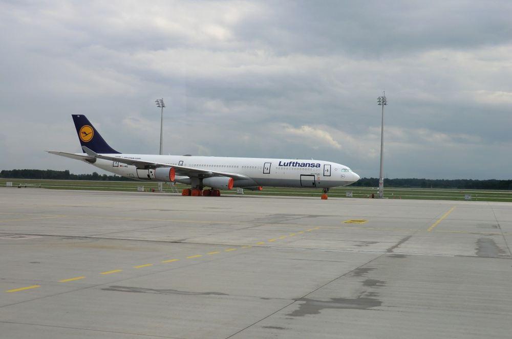 德国汉莎飞机.jpg