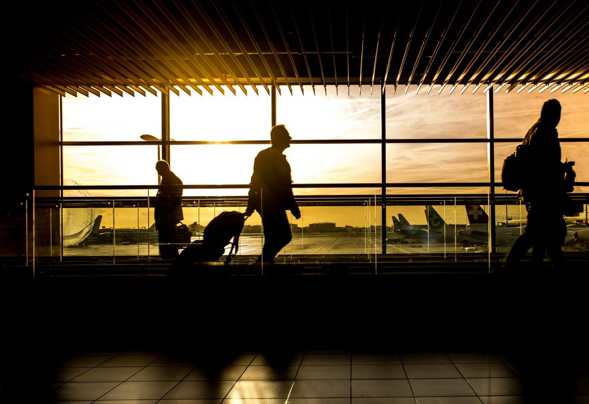 机场旅行.png