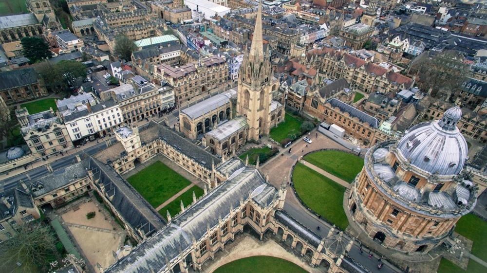 英国的学校上空俯视.png