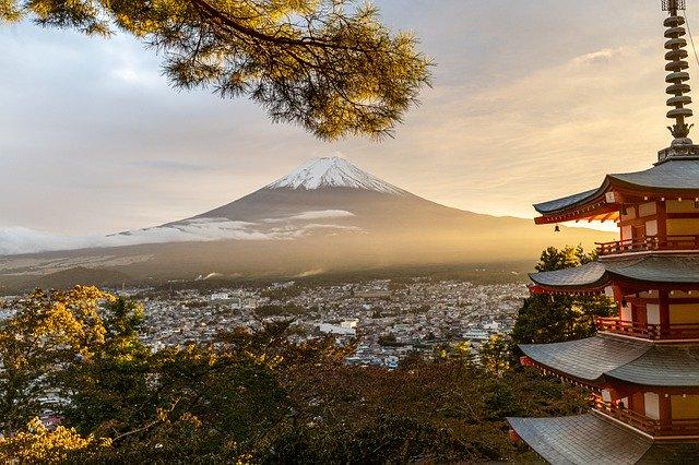 日本富士山和塔.jpg