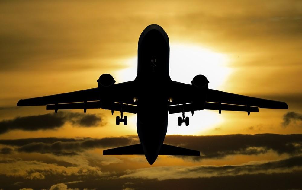 飞机 逆光.jpg