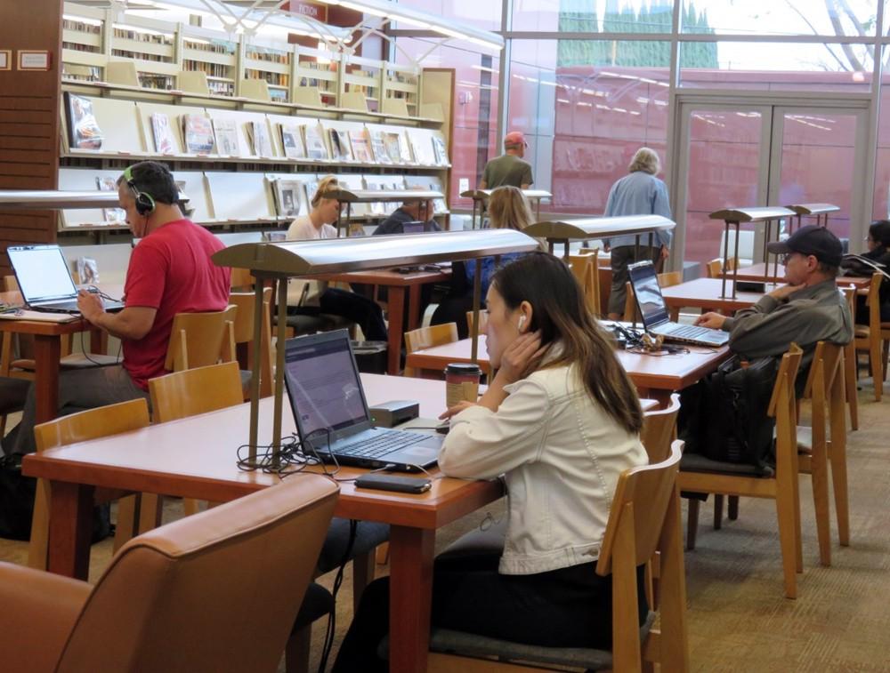 电脑 图书馆.jpg