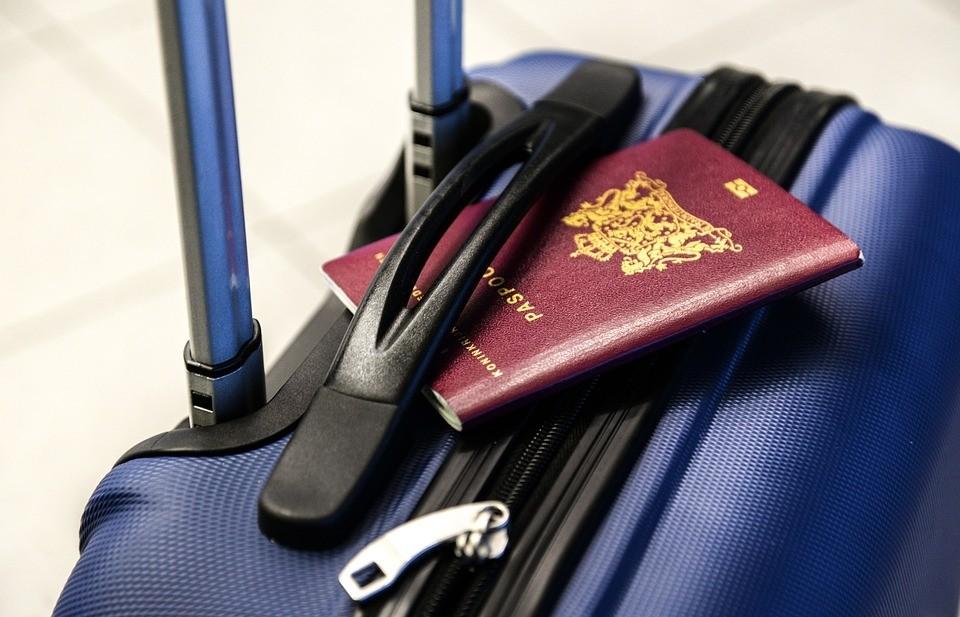 行李,护照.jpg