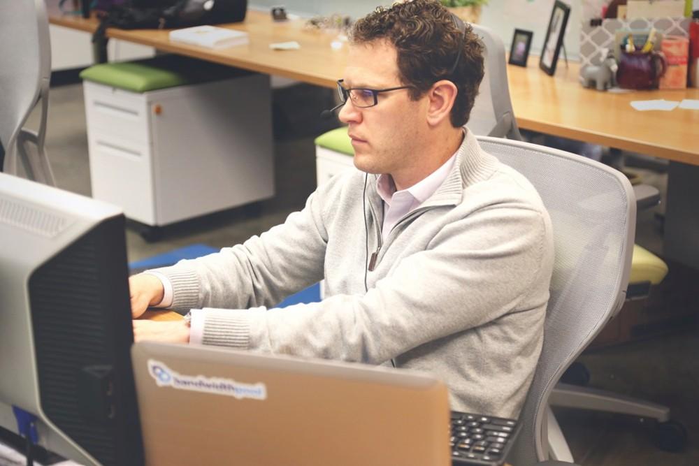 电脑 工作.jpg
