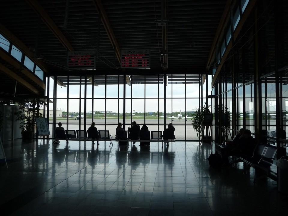 德国机场候机.jpg