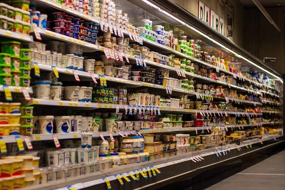 超市购物酸奶区.jpg