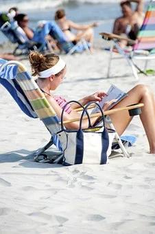 沙滩晒日光浴.jpg